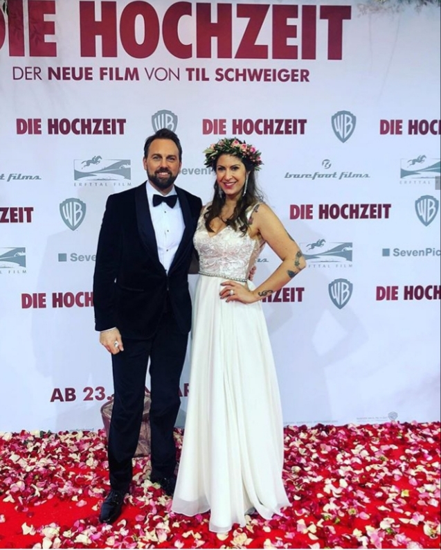 On January 21, 2020, moderator Madita van Huelsen was allowed to moderate the presentation of the new film The Wedding by and with Till Schweiger on the red carpet in the Zoopalast in Berlin. On this occasion, she turned into a beautiful bride and led through the evening with Steven Gaetjen.